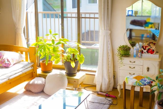 観葉植物のある寝室